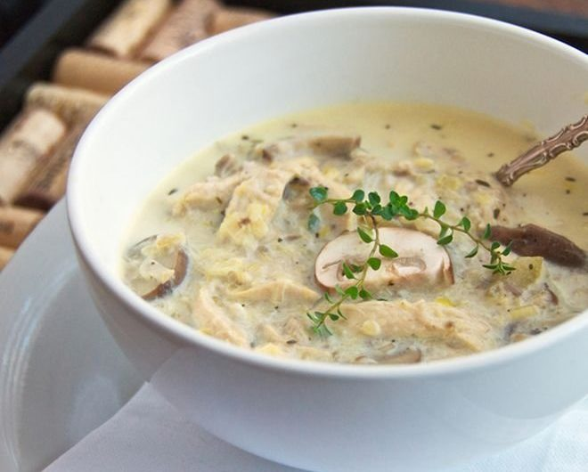 Вкусна, топла и ароматна гъбена супа с пиле