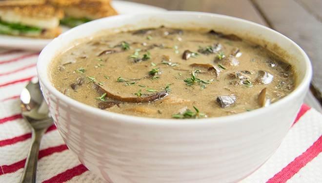 Пригответе си топла, вкусна и ароматна гъбена супа