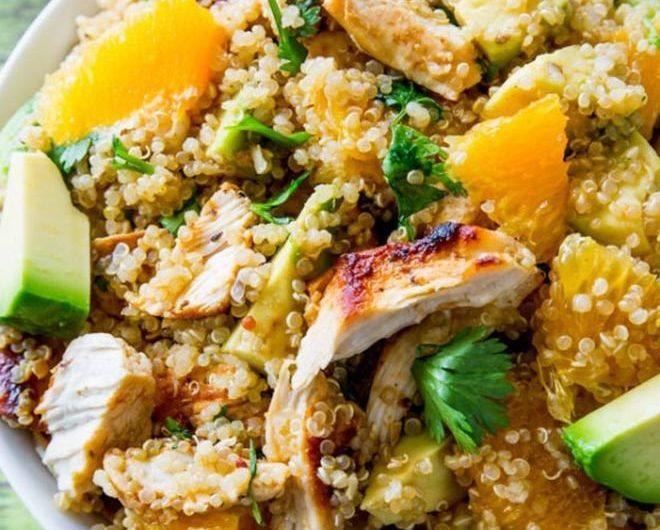 Здравословна, засищаща и лесна рецепта за Пилешка салата с киноа