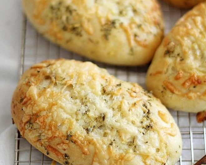 Апетитна рецепта за вкусен старт на деня с Пирожки със сирене и яйца