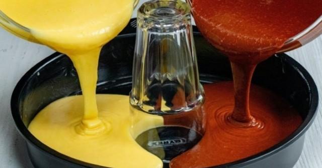 Кексът, който буквално подлуди мрежата – слагаш чаша, изливаш тестото и става върхът!
