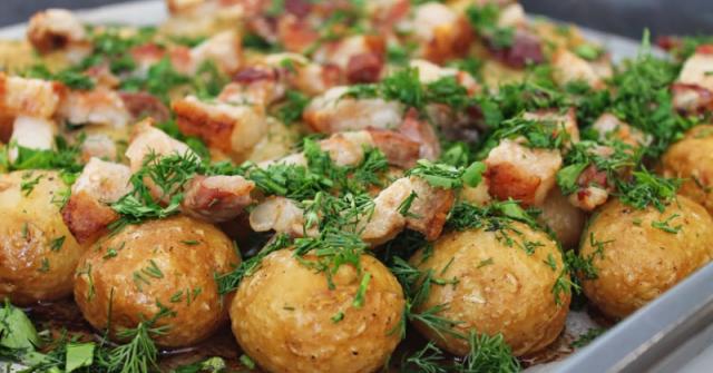 Рецептата-хит за пресни картофки с бекон – топят се в устата като масло! Опитайте и няма да им се наситите!